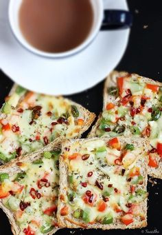 capsicum cheese toast recipe – Hot and cheesy toast made with bell peppers. It can be made for a quick evening snack or breakfast. This recipe can be tweaked to make any cheese toast of your choice with your favorite veggies. Cheese On Toast, Cheese Toast Recipe, Veg Recipes, Indian Food Recipes, Vegetarian Recipes, Snack Recipes, Cooking Recipes, Capsicum Recipes, Dinner Recipes