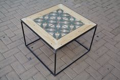 Mesa hecha con hierro, baldosas hidráulicas y madera de palet. Table made with steal, tiles and pallet wood