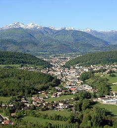 Lavelanet - Ariège dept. - Midi-Pyrénées region, France       ...andrelabeur.blog.lemonde.fr Beyond The Border, Pyrenees, Great Photos, Belgium, Scenery, Tours, River, Landscape, Architecture
