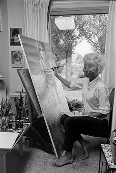 Drawing Eyes Photographic Print: American Artist Margaret Keane Painting in Her Studio, Tennessee, 1965 by Bill Ray : - Margaret Kane, Big Eyes Margaret Keane, Keane Big Eyes, Big Eyes Paintings, Mall, Realistic Eye Drawing, Sad Pictures, Famous Artists, American Artists