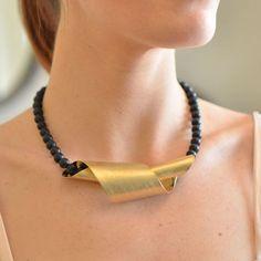 שרשרת זהב אופנה סליל וחרוזי אבנים שחורות | לבנות | אורלי סגל תכשיטים - orly segal | מרמלדה מרקט
