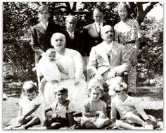 Grandma Bouvier holds baby Lee(Bouvier Radwill) while big sister Jackie (Bouvier Kennedy) shies from the camera (seated on the ground at far left). Standing at far right is Little Edie Beale.