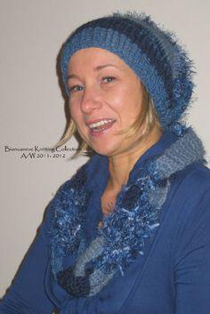 collana con catene in maglia tonalità blu