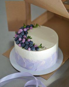 Matcha tea and nettle cake - HQ Recipes Beautiful Cakes, Amazing Cakes, Birthday Cake Decorating, Cake Decorating Techniques, Drip Cakes, Love Cake, Cute Cakes, Creative Cakes, Cake Art