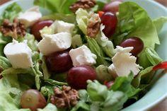 Frischer Dean and David Paris Salat mit Ziegenkäse, Trauben und Walnüssen