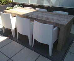 Strakke steigerhouten tafel met dichte zijkanten. Leuk te combineren met witte…