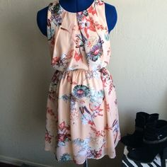 Host Pick! Gorgeous sleeveless dress Pretty pattern , soft peach base color, lined Forever 21 Dresses