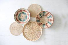 Colección de cestas de tejidos de paja pared Boho Vintage