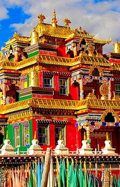 Dzogchen Gomper. Tíbet - El monasterio de Gaden fue fundado cerca de Lhasa en el Tíbet por Tsongkhapa en 1409 como primer y principal monasterio de Gelug.