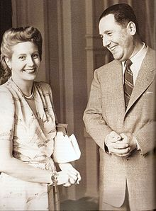 Eva Duarte and Sec'ty of Labour Colonel Juan Peron met on 22 January 1944 at a gala he held at Luna Park Stadium in Buenos Aires to benefit earthquake victims. President Of Argentina, Cultura General, My Love Story, Famous Couples, Famous Faces, Queen, Historical Photos, Film, Presidents