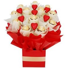 Lovable chocolate bouquet with red paper packing for your valentine. Valentines Day Chocolates, Valentines Day Party, Valentine Crafts, Gift Bouquet, Candy Bouquet, Boquet, Chocolate Flowers Bouquet, Candy Trees, Candy Arrangements