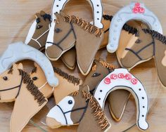 Horse cookies make hard western Hills High school her Mrs. Tara Graves room 66 in down stop horse cookie picture Cut Out Cookies, Cute Cookies, Cupcake Cookies, Cupcakes, Horse Party Decorations, Horse Birthday Parties, Fourth Birthday, Birthday Bash, Cowgirl Party
