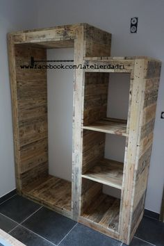 Pallet wood wardrobe by eclectic wood effect wood adri workshop Recycled Pallets, Wooden Pallets, Pallet Wood, Diy Pallet Projects, Wood Projects, Pallet Wardrobe, Pallet Closet, Pallet Furniture, Pallet Dresser
