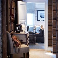 Love this mountain cottage hallway! Chalet Design, Cabin Design, House Design, Cabin Homes, Log Homes, Cottage Hallway, Home Interior, Interior Design, Rustic Luxe