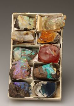 An amazing little selection of opals from around the world.  DerHammerStein Auction
