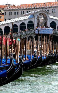 Ponte di Rialto, Venice, Italy**.