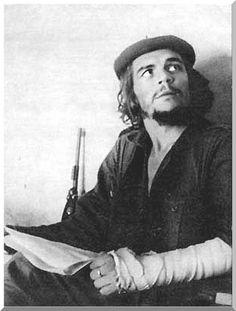 132b9293b65e2 Ernesto Che Guevara during the battle of Santa Clara