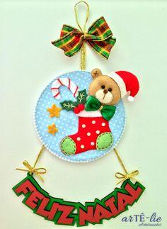 Enfeite de porta natalino #natal #cd #moldes #pattern #christmas Molde disponível na minha página do facebook https://www.facebook.com/permalink.php?story_fbid=597180280423230&id=401143880026872