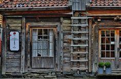 Bryggen in Bergen, Hordaland, Norway -  A UNESCO World Heritage Site since 1979 - P_22.01.2013 - http://2.bp.blogspot.com/-Wa_fVF7aBws/TYKMzxyCmfI/AAAAAAAACTk/sBnwx8_YWCs/s1600/Bergen%252B058.JPG