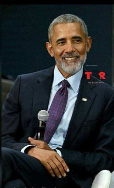 """Oh yes POTUS Obama The Beard is definately a YES 🖤❤🖤* Did my President join the """"beard gang""""? Not a bad look on him. Barack Obama Family, Michelle And Barack Obama, Barack Obama Pictures, Black Men Beards, Handsome Black Men, Black Is Beautiful, Gorgeous Men, First Black President, Style Masculin"""