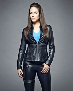 Anna Silk as Bo in Lost Girl Anna Silk, Lost Girl Season 5, Girls Season, Lost Girl Bo, Bo And Lauren, Girls Tv Series, Silk Jacket, Lady, Ideias Fashion