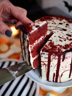 Palataan takaisin halloween-herkkujen pariin ihanan klassikkoherkun kanssa. Red Velvet on ehkä yksi… Velvet Cake, Red Velvet, Food Festival, Junk Food, Tiramisu, Sweet Tooth, Deserts, Sweets, Sugar