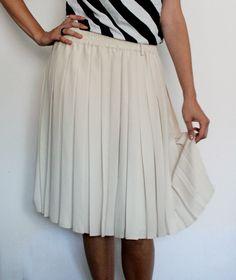 Fusta plisata, delicata, de culoarea coajei oului. Waist Skirt, Midi Skirt, High Waisted Skirt, Skirts, Fashion, Moda, Midi Skirts, High Waist Skirt, Skirt