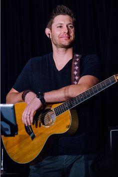 Jensen Ackles - VanCon 2015 photo by http://fluffycastiel.tumblr.com/