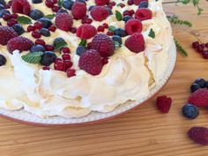 Pavlova, Good Food, Yummy Food, Food Cakes, Desert Recipes, Raw Vegan, Cooking Time, Cake Recipes, Food And Drink