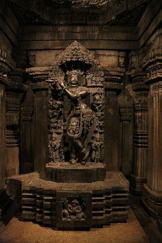 File:Image of Keshava (Vishnu) inside a sanctum at Chennakeshava temple in Somanathapura. Indian Temple Architecture, India Architecture, Ancient Architecture, Architecture Photo, Krishna Statue, Krishna Art, Lord Krishna, Lord Shiva, Indian Gods