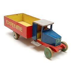 Wooden truck Expeditie design Ko Verzuu 1932 executed by ADO / Arbeid Door Onvolwaardigen Berg en Bosch / the Netherlands