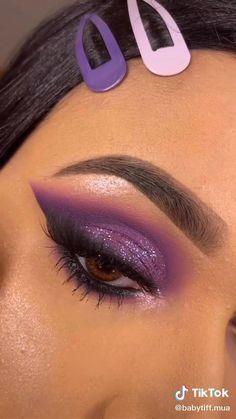 Edgy Makeup, Makeup Eye Looks, Eye Makeup Art, Skin Makeup, Eyeshadow Makeup, Creative Eye Makeup, Colorful Eye Makeup, Makeup Spray, Eye Makeup Designs