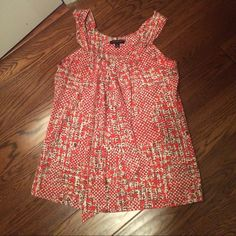 Banana republic red patterned top Adorable banana republic top. Cute with jeans, khakis, grey or white shorts/ pants! Worn only a few times. Great condition. Cinches and ties at neckline ( makes it easy to make straps shorter or longer) you can tie in a bow or just in a knot like I have in the picture Banana Republic Tops