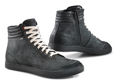 X-GROOVE GORE-TEX®  2016 novelties of the 24/7 line. This boot features a modern appearance with sophisticated technical solutions, such as the full-grain leather upper and the presence of the GORE-TEX ® membrane, in the Extended Comfort Footwear version that gives the boot excellent breathability.
