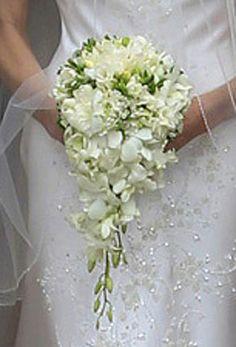 En el post del blog de bodas de Innovias de hoy queremos recomendar una delicada flor, tanto para el ramo de novia como para los arreglos florales de la boda, el lirio de los valles. Centro de mesa…