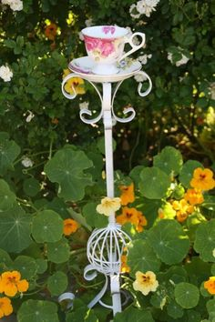Beautiful Garden Decor Tea Cup Bird Feeder On Rod Iron Stand