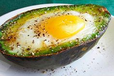 Eat This Protein-Packed Breakfast to Reduce Inflammation And Your Waistline - Healthy Food House Healthy Protein Breakfast, Nutritious Breakfast, Paleo Breakfast, Healthy Fats, Avocado Breakfast, Baked Avocado, How To Make Breakfast, Heart Healthy Recipes, Delicious Recipes