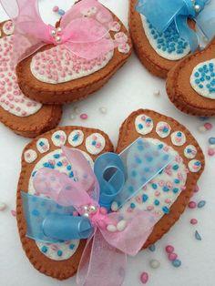 Een viltpakketje van Atelier de MarLijn Sugar, Cookies, Desserts, Food, Atelier, Crack Crackers, Tailgate Desserts, Deserts, Biscuits