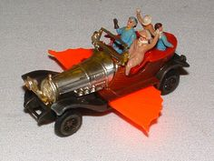 Corgi Chitty Chitty Bang Bang Car Have this - one of my absolute favorites ! Just saw the movie again - they really made a wonderful replica of the car! Childhood Toys, Childhood Memories, Corgi Husky, Corgi Toys, Metal Toys, Retro Illustration, Batmobile, Vintage Toys, Kids Toys
