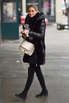 Olivia Palermo in leggings out in Brooklyn - January 2017 Supernatural Style Olivia Palermo Outfit, Style Olivia Palermo, Olivia Palermo Lookbook, Olivia Palermo 2017, Casual Winter, Winter Stil, Fall Winter Outfits, Autumn Winter Fashion, Winter Leggings