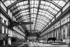 Peter Behrens - AEG Tvornica turbina, Berlin, 1909. - prozori otvoreni kao raster; bočni zidovi otvoreni visokim prozorima; željezna konstrukcija kao podupirač