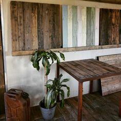 Een greep uit onze showroom; verschillende soorten tafelbladen met verschillende finishing.  - #staal #stalen #onderstel #frame #blad #tafel #hout #sloophout #eiken #douglas #oudhout #stoer #industrieel #interieur #meubel