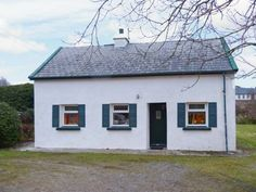 This cosy, detached cottage is situated on Lettermullen, an island off the west coast of Ireland, in County Galway, and sleeps six people in three bedrooms. Connemara, West Coast Of Ireland, Haus Am See, Cottages By The Sea, Cottage Exterior, Open Fires, England Uk, Ireland Travel, Knock Knock