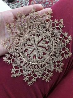 This Pin was discovered by NLN Needle Lace, Needle And Thread, Bed Runner, Point Lace, Dresses Kids Girl, Lace Making, Lace Patterns, Doilies, Needlepoint