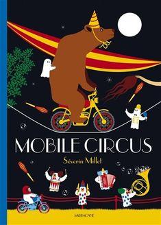 Le livre s'ouvre sur une roulotte, la nuit. Des fantômes en sortent et montent un chapiteau de cirque. Dans cet album l'enfant assiste au déroulement de plusieurs numéros colorés : équilibristes, jongleurs, motards et singes, clown et dompteur de bêtes féroces. A la fin il faut tout démonter car la pluie se met à tomber.