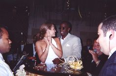 Diddy throws J.Lo a surprise birthdaybash.