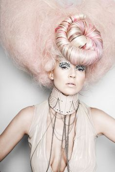 CHIC MAKEUP l nude lipstick l pastel hair l  http://www.harpersbazaar.com/beauty/makeup-articles/best-nude-lipsticks: