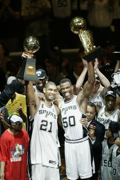 David Robinson and Tim Duncan Champions! ive actually met them both several times, such sweethearts! Go Spurs Go! Basketball Legends, Sports Basketball, Basketball Players, Basketball Jones, Basketball Pictures, Basketball Court, San Antonio Spurs, Spurs Fans, David Robinson