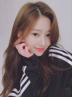 Kpop Girl Groups, Korean Girl Groups, Kpop Girls, Cute Korean Girl, Asian Girl, Eyes On Me, Girl Korea, Pre Debut, Japanese Girl Group