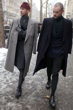 See all of the best men's street style at the Autumn/Winter menswear collection shows in Paris, Milan and London in our fashion week street style gallery Mens Fashion Week, Fashion News, Winter Fashion, Men's Fashion, Mens Winter Coat, Winter Coats, Men Street, Mode Inspiration, Mode Style